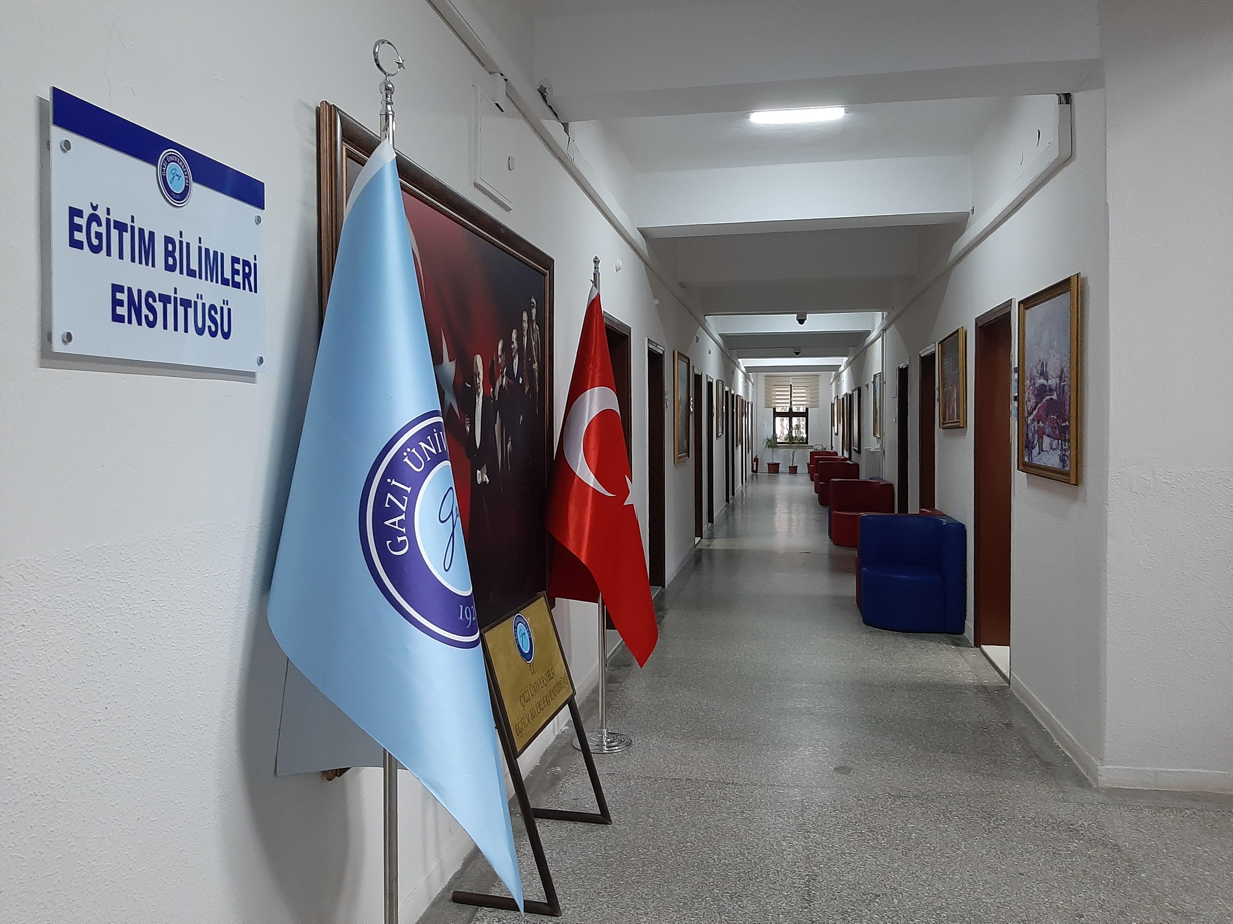 Enstitü Koridor